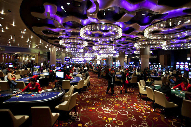 Land-based casinos how to play craps at the casino